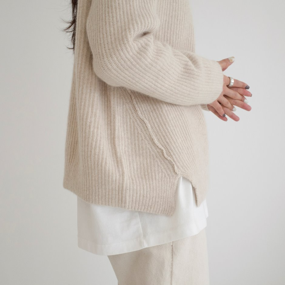 Raccoon unbal line pullover