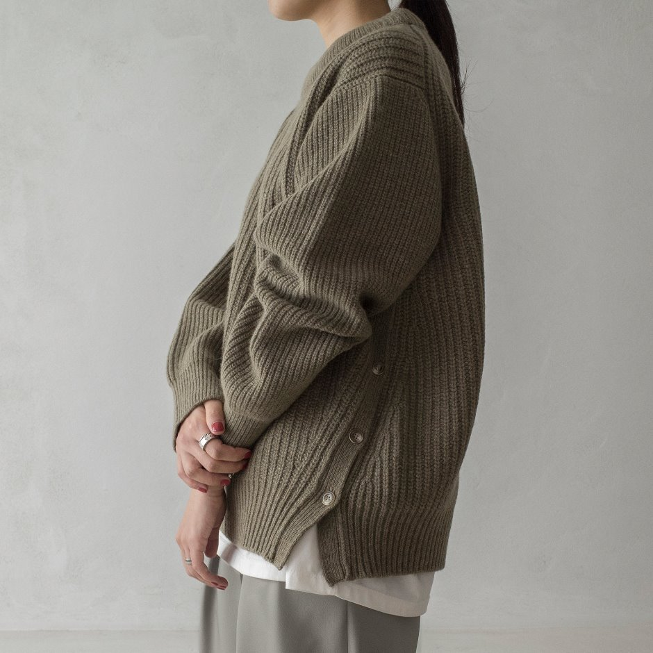 Side open button pullover