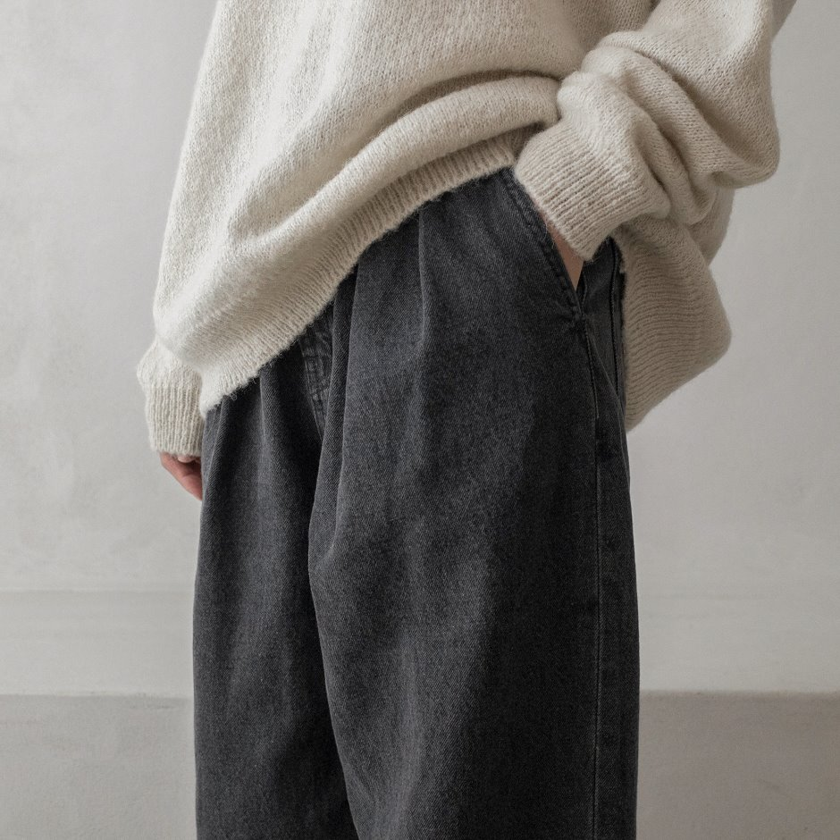 River black two tuck pants