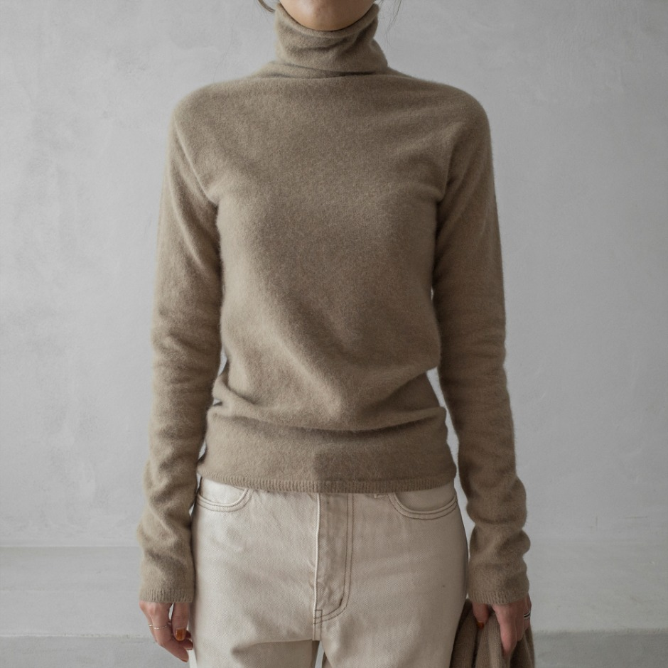 Fox line turtleneck